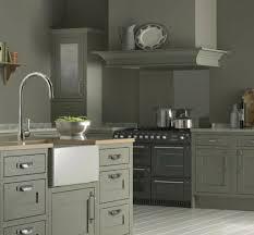 peindre une cuisine en gris cuisine taupe 51 suggestions charmantes et très tendance