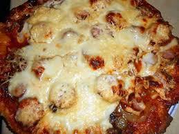 cuisiner des saucisses fum馥s recette de pizza aux saucisses fumées