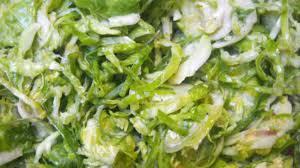 cuisiner le choux salade de choux de bruxelles crus bien moutardée recette par