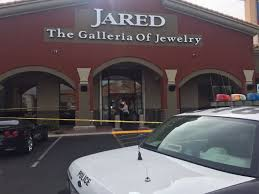 jared jewelers locations suspects sought in robbery of jewelry store near rainbow and lake