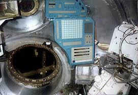 Lunar Module Interior Lk Interior Right Jpg 580 398 Pixels Lk Lunny Korabl Soviet