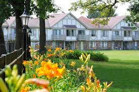 2 Bedroom Apartments In Rockford Il Great Oaks Apartments In Rockford Il Edward Rose U0026 Sons