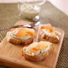 canapé tarama recette petits rouleaux au tarama concombre et œufs de saumon