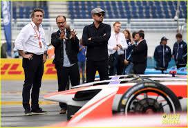 leonardo dicaprio tours the garages before formula e u0027s eprix