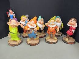disney s snow white and the seven dwarfs complete garden statue