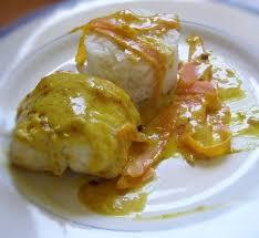 cuisiner la queue de lotte recette de lotte à la crème safranée et curry la recette facile