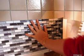 recouvrir du carrelage de cuisine recouvrir du carrelage mural cuisine 2 initiales gg avantapr232s