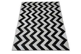 tappeto disegno in bianco e nero a spina di pesce patchwork pelle bovina tappeto