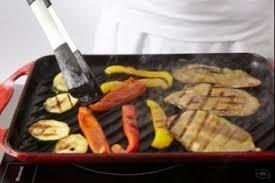 comment cuisiner les poivrons recette de cubes de poulet à la plancha oignon poivron et chorizo