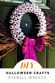 easy and affordable diy eyeball halloween wreath
