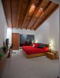 chambre lambris bois design interieur plafond design lambris bois chambre coucher