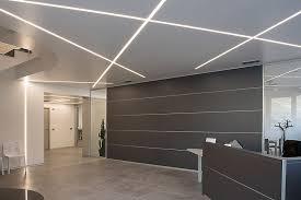 luminaire bureau plafond decoration profilé led encastré plafond murs bureau conrporatif