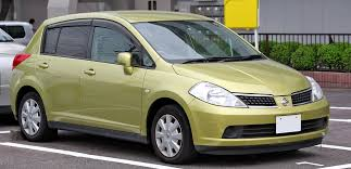 compact nissan versa or similar get to know 2 of nissan u0027s top compacts japanese used car blog