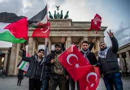 Flag Burning Protest Anti Semitism Has No Place In Germany Minister Says After Israeli