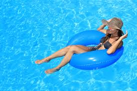 tips for planning a pool party youne