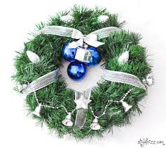 Homemade Christmas Wreaths by 11 Incredibly Easy Diy Wreaths For Christmas Valentine U0027s Day And
