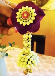 flower jewellery i this type of flower jewellery for haldi wedding ideas