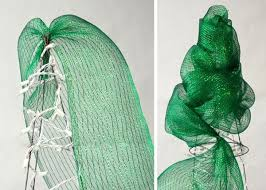 Decorate Christmas Tree With Deco Mesh by Best 20 Mesh Christmas Tree Ideas On Pinterest U2014no Signup Required