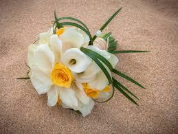 wedding flowers kauai white calla lilies and yellow bouquet wedding kauai