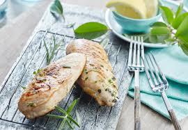 cuisiner des blancs de poulet moelleux poulet mariné au citron thym et romarin maggi