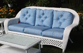 White Outdoor Wicker Sofa - White wicker outdoor furniture