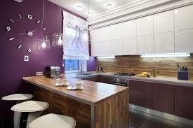 cuisine violette design interieur cuisine violette table bar bois massif horloge