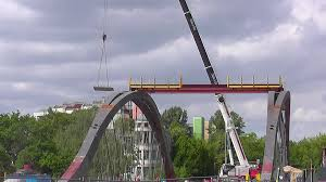 liebherr ltm 1160 5 2 at the bridge constuction of the berlin