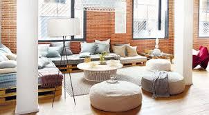 canapé avec palette canapé chill out faite avec des palettes dans un loft à