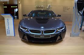 bmw i8 gold video psychopath jumps over moving bmw i8 http www bmwblog