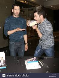 Property Brothers Las Vegas Home by The Property Brothers U0027 Drew Scott And Jonathan Scott Sign Copies