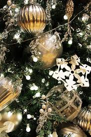 where to buy cheap decorations holidappy