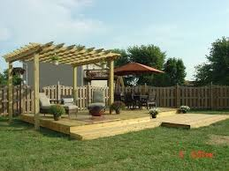 Ideas For Backyard Patios by Best 20 Small Backyard Decks Ideas On Pinterest Back Patio