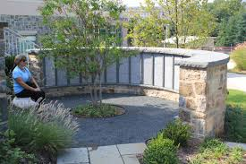 Curved Garden Wall by Eickhof Installs A Custom Built Semi Curved Free Standing Wall