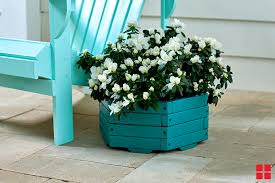 how to spray paint a wooden planter