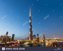 night view of burj khalifa tower world u0027s tallest building in dubai