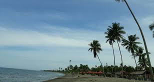 haran pasir di pantai lombang lombang kota mamuju sulawesi