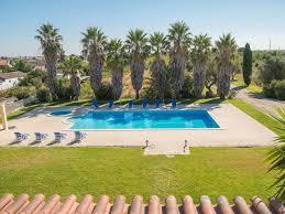 Schlafzimmerm El Mit Fernseher Riesige Villa Mit 5 Schlafzimmern Swimmingpool Und Pferdestall In