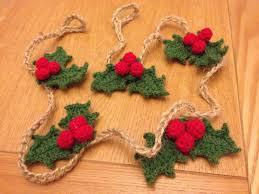 crochet christmas holly garland crochet pinterest