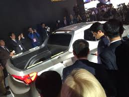 hyundai crossover truck hyundai unveils plug in hybrid concept santa cruz truck crossover