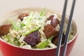 cuisiner le chou chinois recette de sauté de porc au miel et soja chou chinois et pois