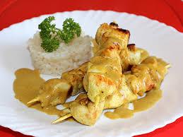 cuisiner des filets de poulet mini brochettes de filet de poulet marinées au curry et citron la