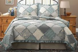 raggedy patch quilt bedspreads bedding set in pink and blue
