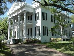 many antebellum style plantation homes are still seen all over the