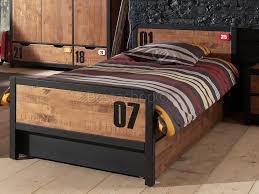 chambre en pin massif pas cher chambre enfant contemporaine en pin massif coloris miel doré noir