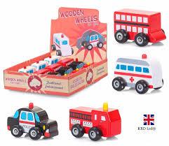 petits cadeaux anniversaire enfants bois véhicules jouet roues voiture anniversaire petit