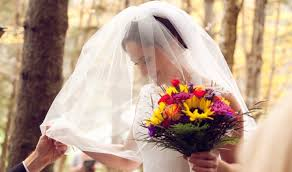 how to save money on wedding flowers 7 ways to save money on wedding flowers because those stems add