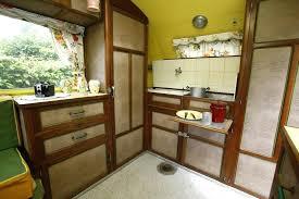 meuble cuisine caravane meuble cuisine caravane le dessus du0027un meuble se soulve pour