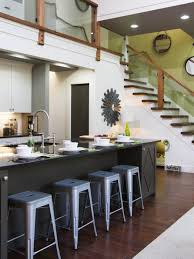 3 small apartments that rock uncommon color schemes with floor