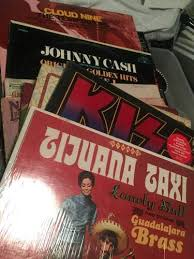 Photo Albums For Sale A Kiss Goodbye Wife Accidentally Sells Husband U0027s Autographed Kiss