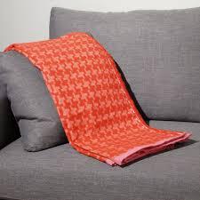 plaids pour canapé plaid à motif de chevron un style scandinave tout en couleur